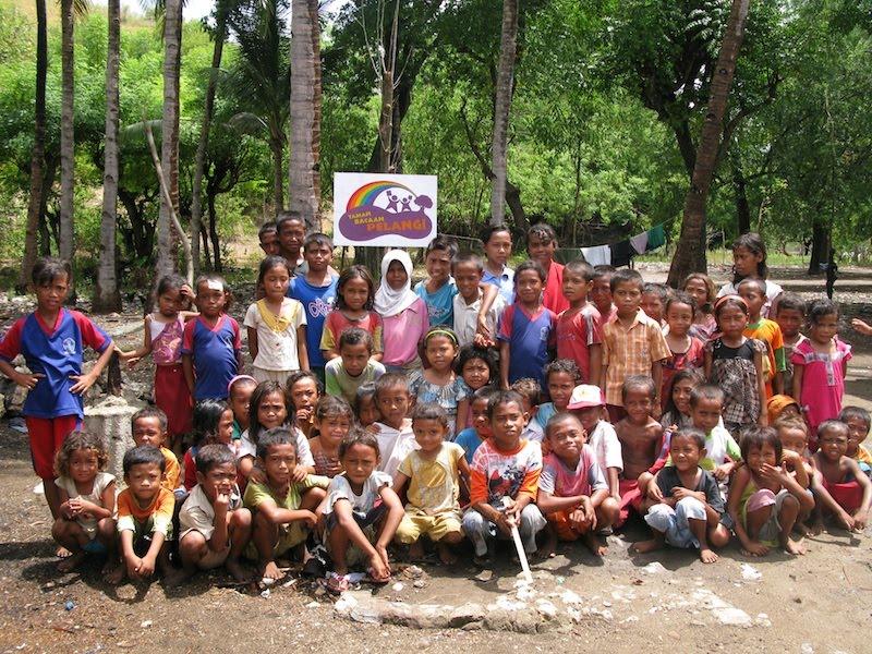 Taman Bacaan Pelangi (Rainbow Reading Gardens) is now on Rinca Island!