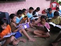 Taman Bacaan Pelangi Menyapa Anak-anak di Kampung Roe