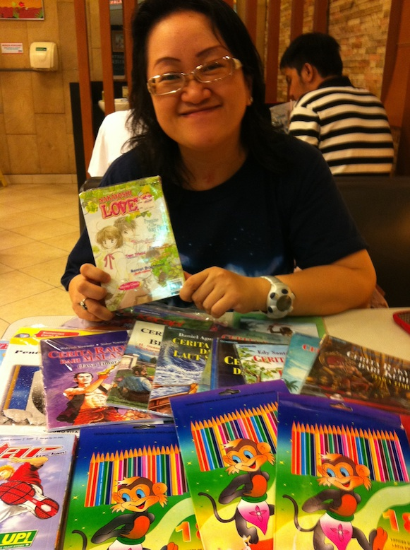"""Kue"" Sale Raises Money for Books"