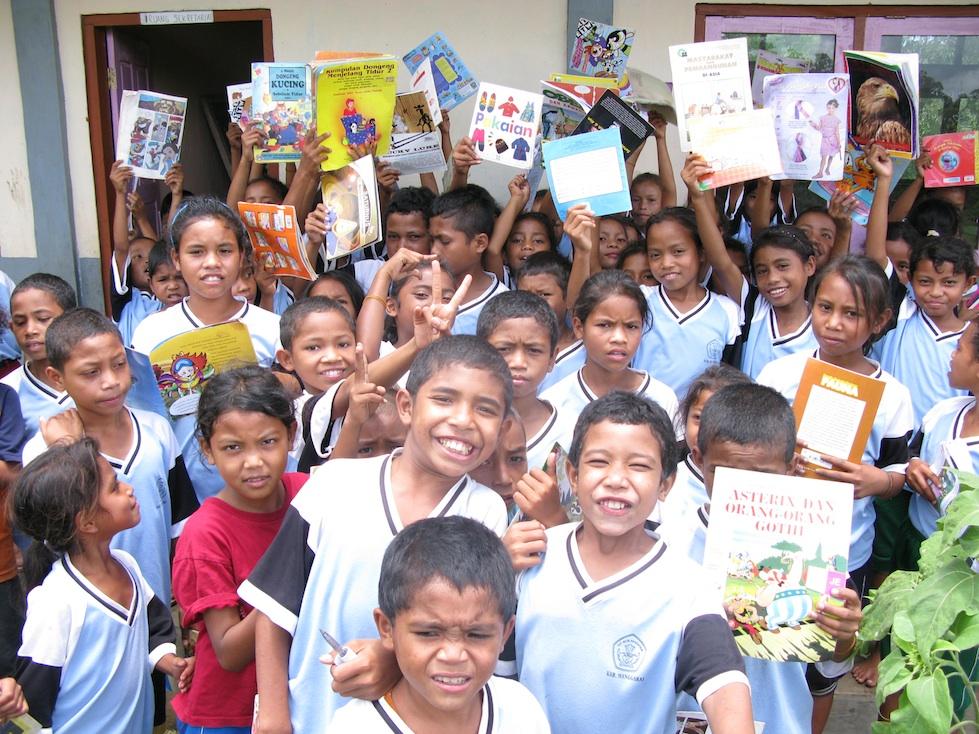 Perpustakaan Ke-18 : Senyum dari Kampung Kaca, Flores