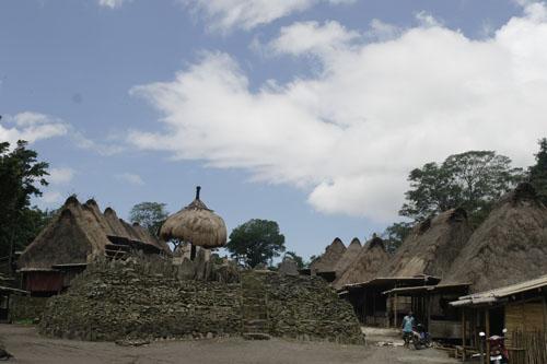 Perpustakaan Ke-19: Kampung Bena, Bajawa