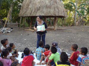 photo of story telling in Rainbow Reading Gardens, Taman Bacaan Pelangi, Atambua, Timor, NTT