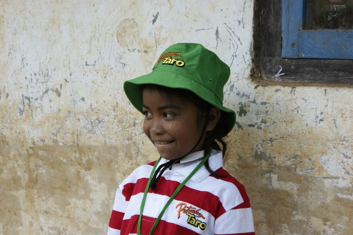 seragam Petualangan Taro dipakai oleh anak di Taman Bacaan Pelangi Roe