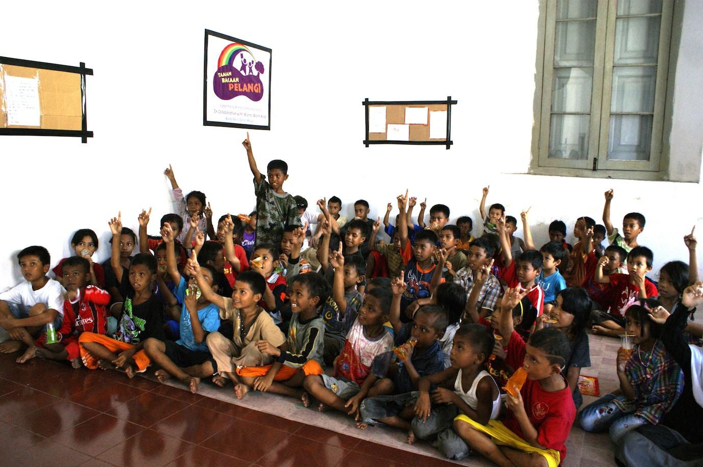 Taman Bacaan Pelangi di Banda Neira, Maluku