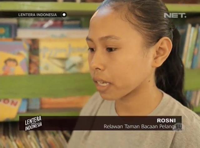 Rosni, relawan cilik Taman Bacaan Pelangi