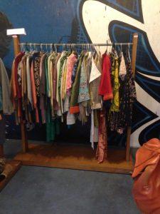 Foto 2: Baju-baju bermerek ini siap dibeli! :)