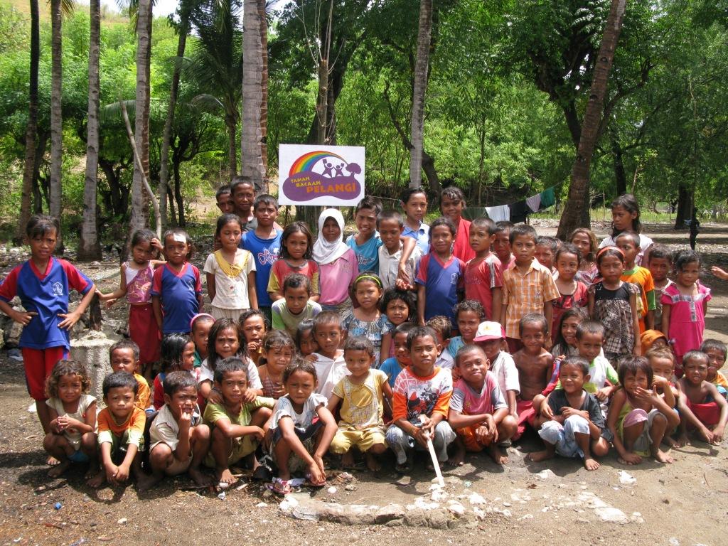 Anak-anak Rinca Penuh Energi