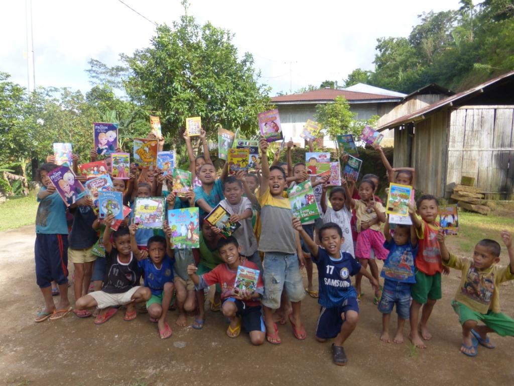 Donasi Buku dari Yayasan Adidhana