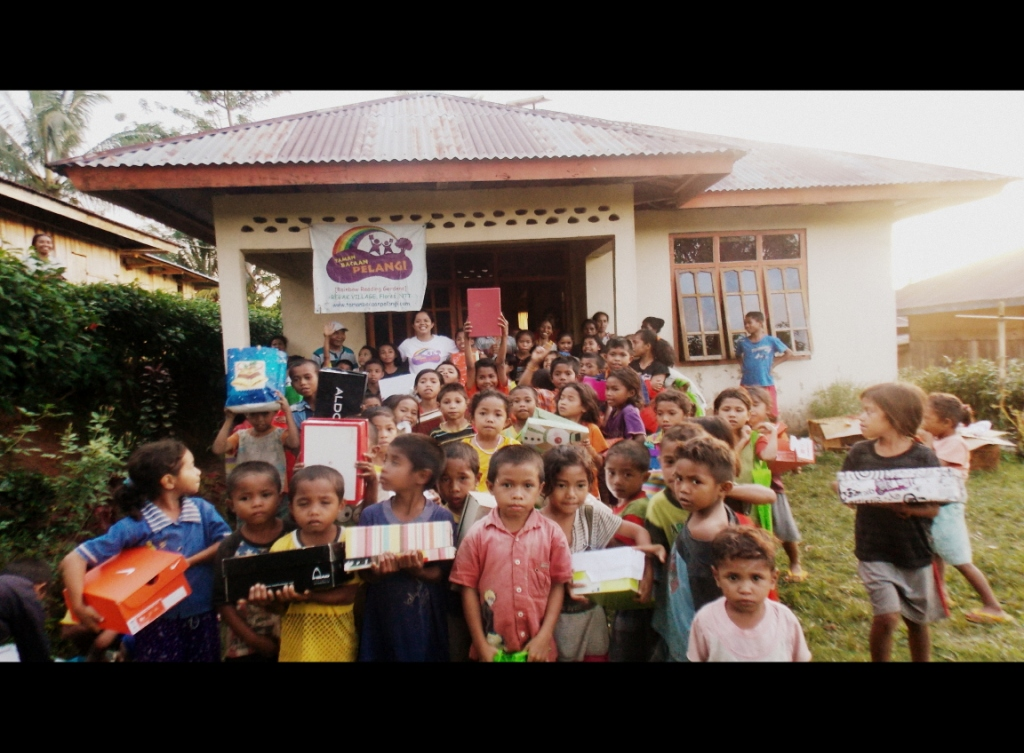 X'mas Presents for the kids in Rebak Village