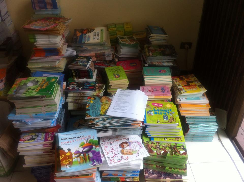 12.000 Buku Cerita Anak Telah Dikirim ke Flores