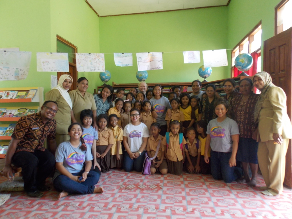 Labuan Bajo I Primary School Receives 1900 Books For New Library