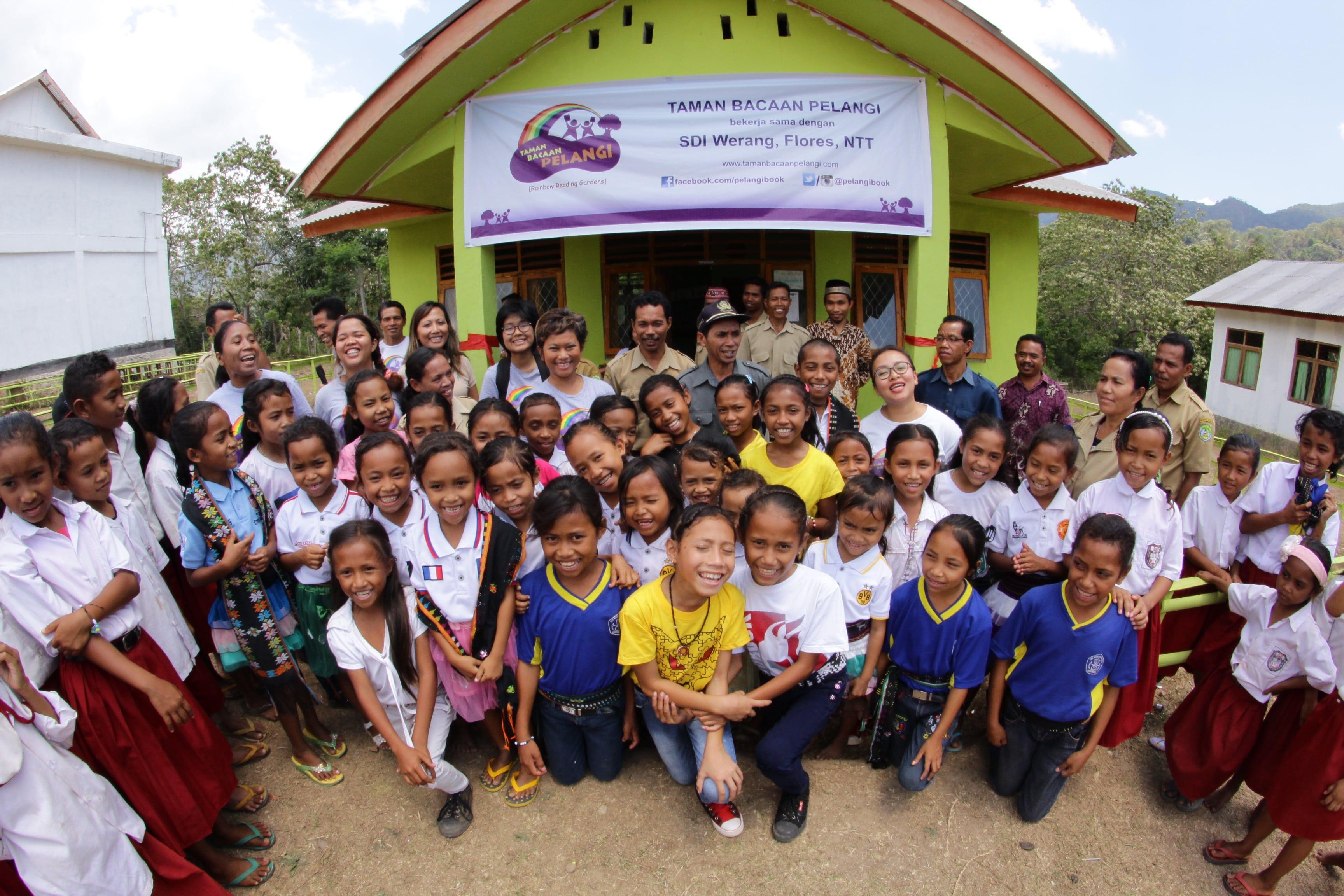 Peresmian Perpustakaan Taman Bacaan Pelangi ke-35 di SDI Werang, Flores