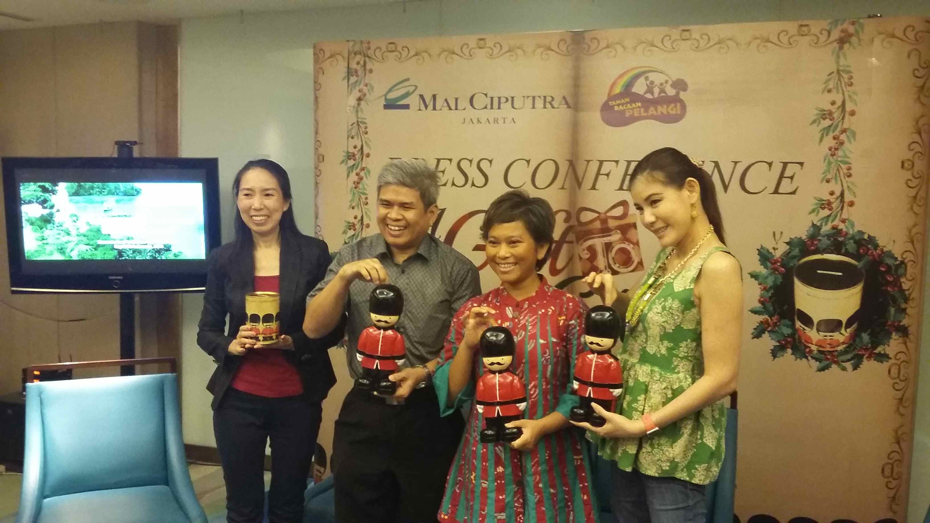 """""""A Gift to Give"""" Mal Ciputra In Collaboration with Rainbow Reading Gardens"""
