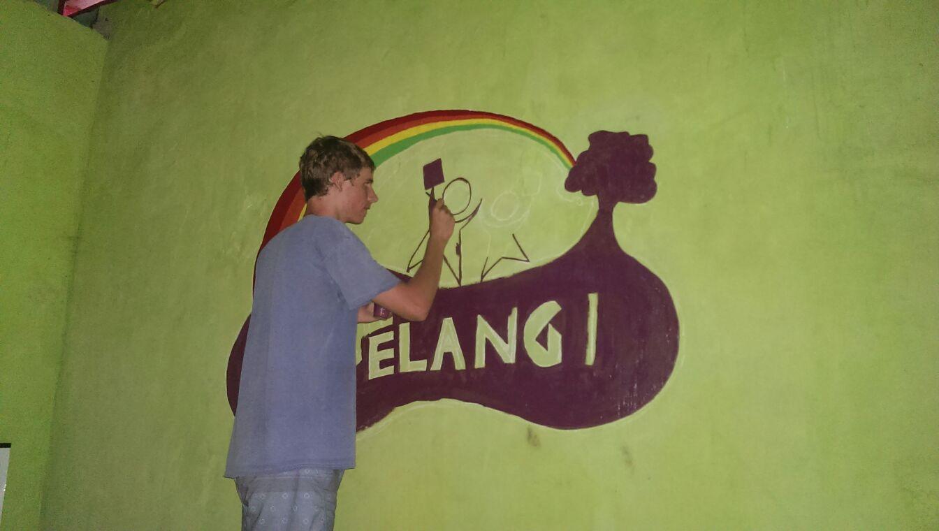 Volunteer's Diary: Painting the library in Papagarang