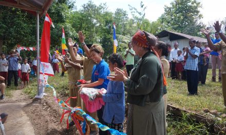 Inaugurating the 45th Library at SDI Macan Tanggar, West Manggarai