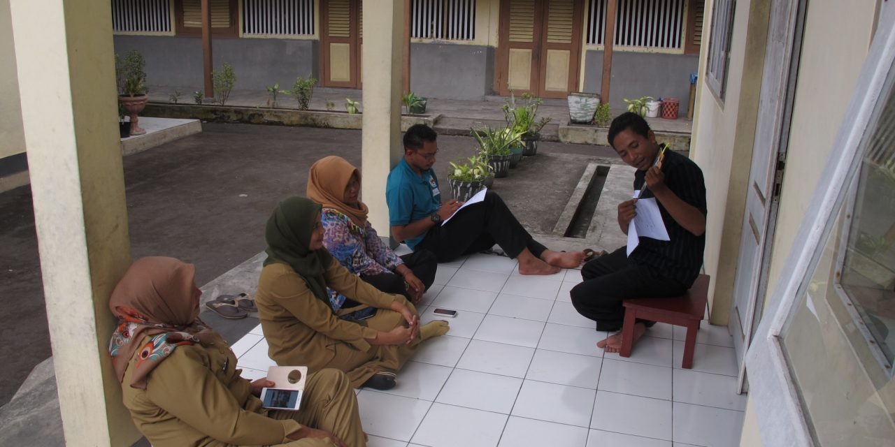 Pelatihan Perpustakaan Bersama Guru-guru SDN 2 Naira