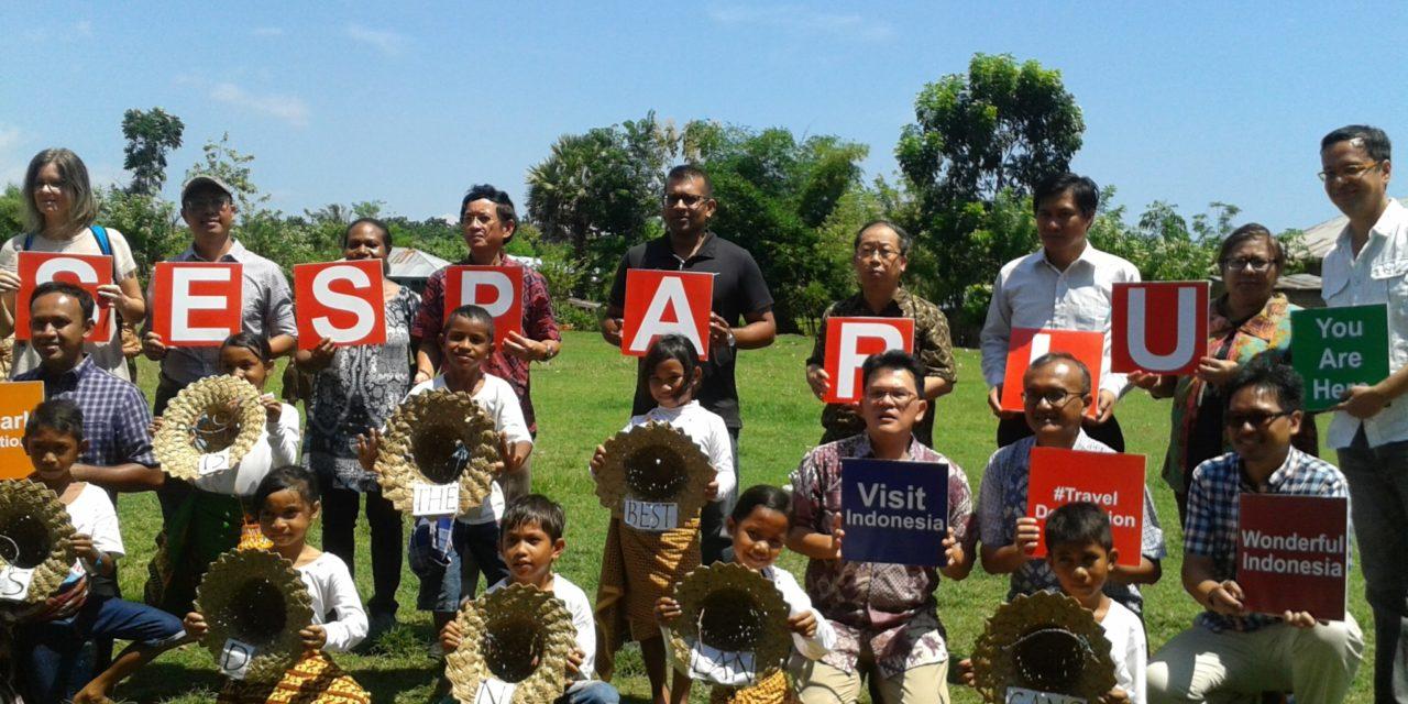 Kunjungan Peserta Diklat Sesparlu Angkatan 18 di Perpustakaan TB Pelangi di SDN Lancang, Komodo, Flores, NTT