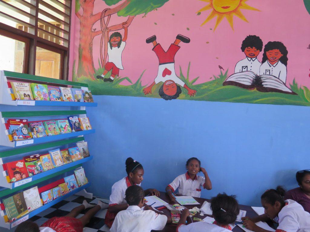 """Hari Ini Sa Baca Besok Sa Pimpin Papua"""" Taman Bacaan"""