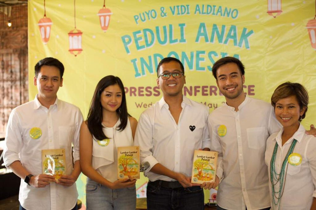 Vidi Aldiano supports Taman Bacaan Pelangi