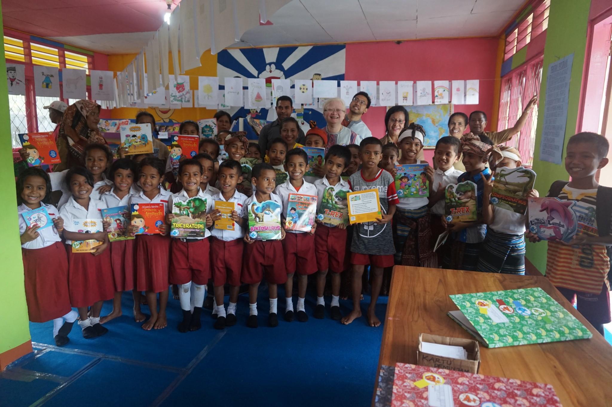 Peresmian Perpustakaan Taman Bacaan Pelangi Ke 86 di SD Inpres Ndona 4 Ende Flores NTT Taman Bacaan Pelangi [Rainbow Reading Gardens]