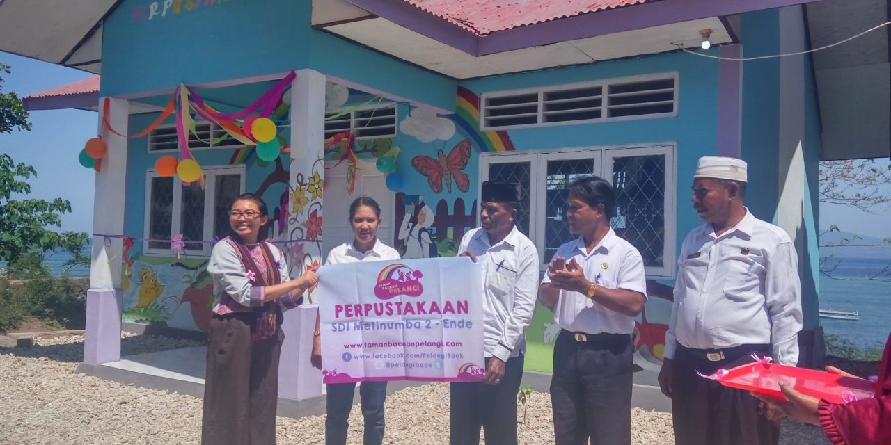 Inauguration of the 98th Rainbow Reading Gardens Library at SD Inpres Metinumba 2, Pulau Ende, Ende, Flores, NTT