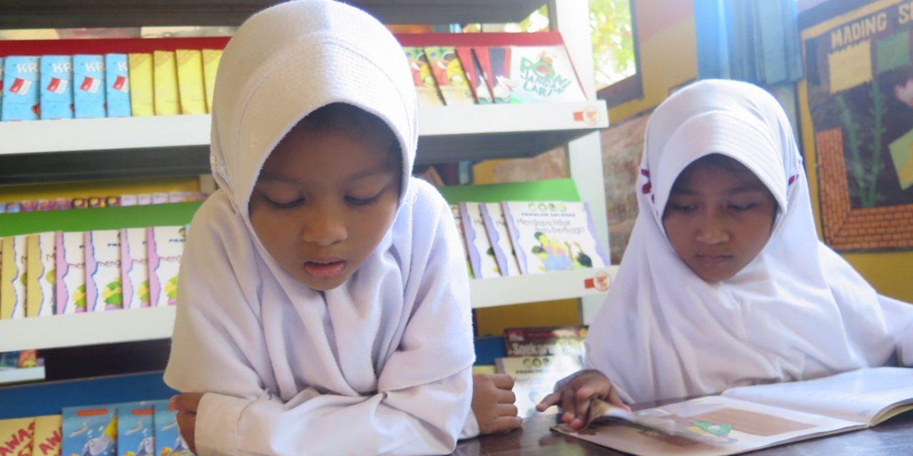 Cerita dari Sumbawa: Sepasang Sahabat Sama-sama Cinta Buku