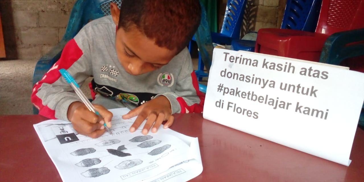 Penyaluran #Paketbelajar untuk siswa kelas  1 di Flores